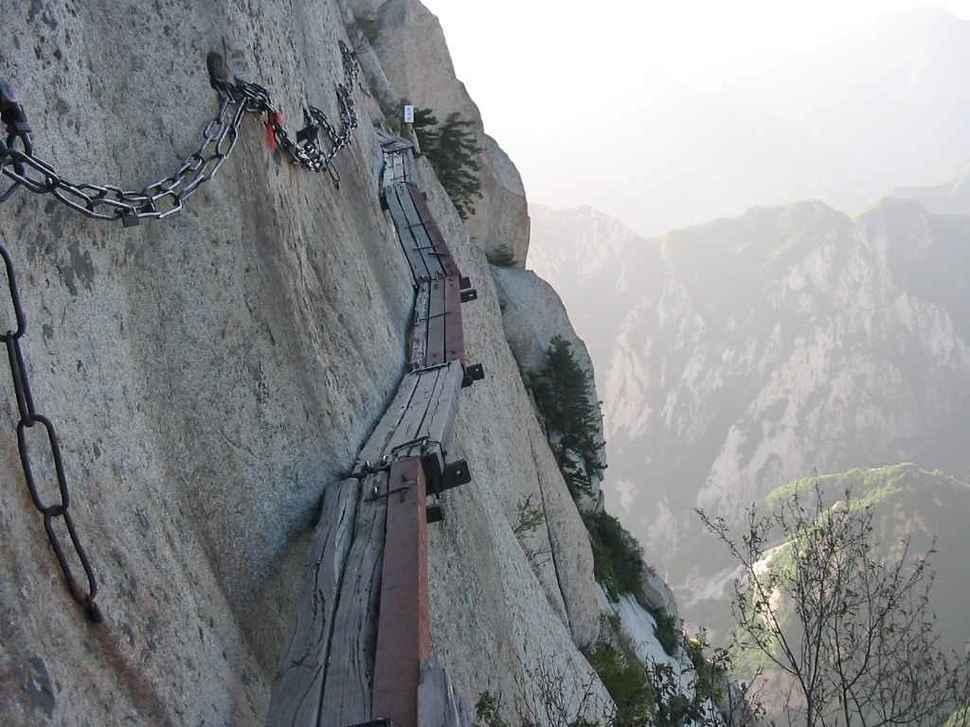 Самые страшные смотровые площадки мира: «Небесная лестница» - Китай, гора Хуашань