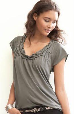 креативная переделка футболок: плетение косичек по вороту футболки