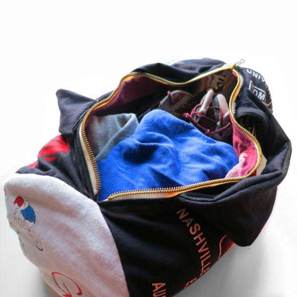 модная спортивная сумка из футболок готова