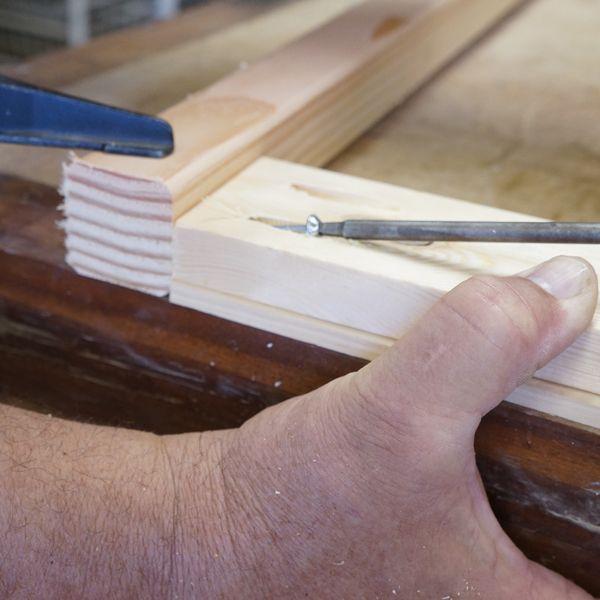 соединение угловой перекладины и ножки стула винтом через карманное отверстие