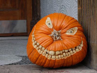 самые жуткие Хэллоуинские тыквы: улыбающийся монстрик