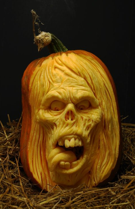 самые жуткие Хэллоуинские тыквы: лицо-череп без носа с длинными волосами