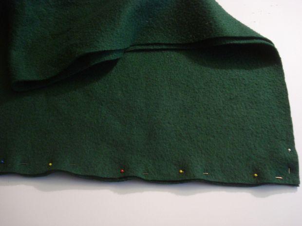 соедините 2 коротких конца ткани и сколите их булавками