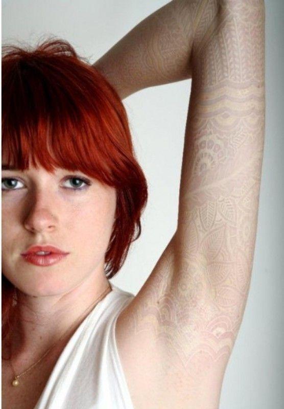 Как выглядят самые популярные направления современных татуировок - перманентные татуировки белыми чернилами, рукава