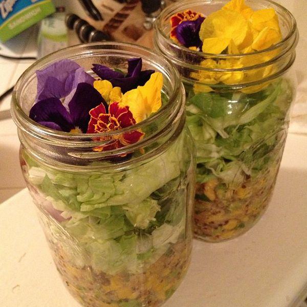 салаты со съедобными цветами и большим сроком хранения в банках