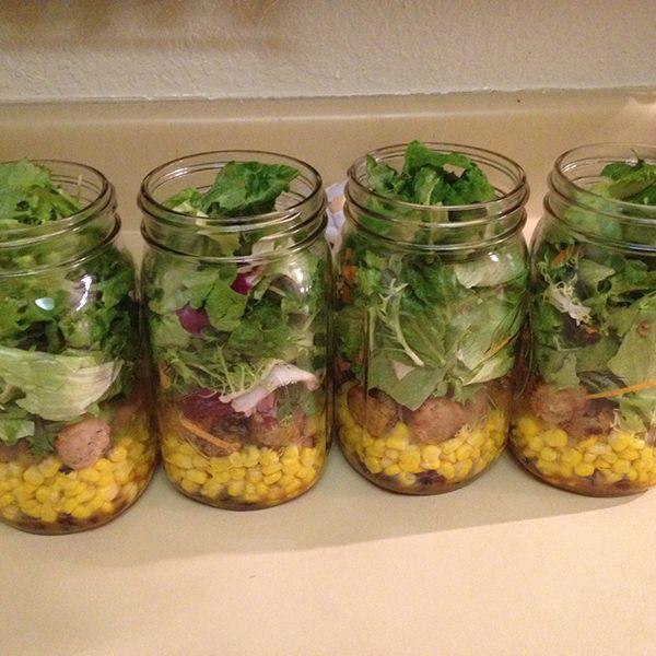верхний слой салата в банке - зелень