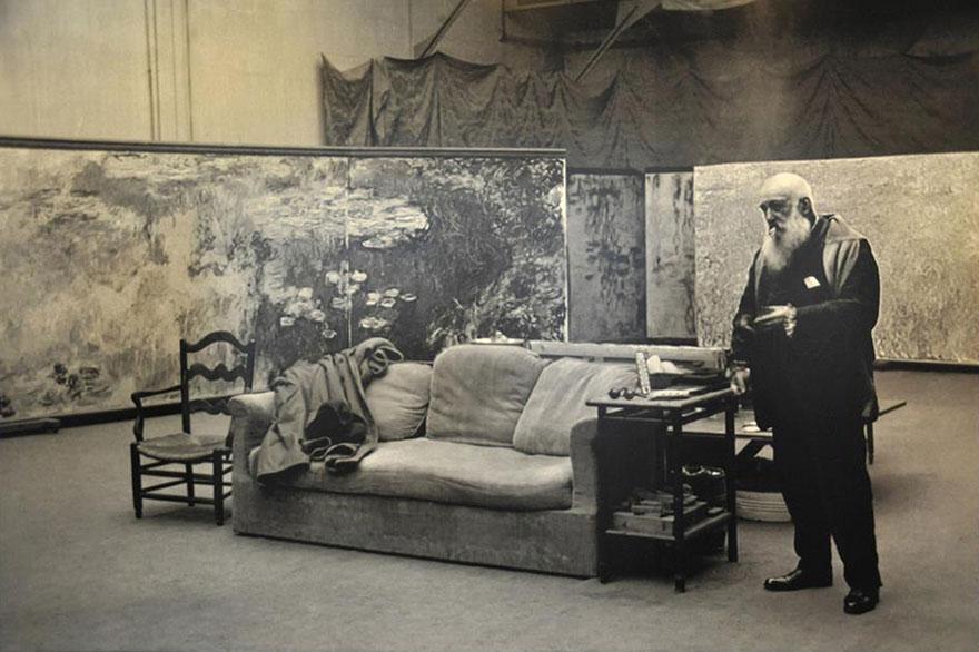 Клод Моне в своей студии
