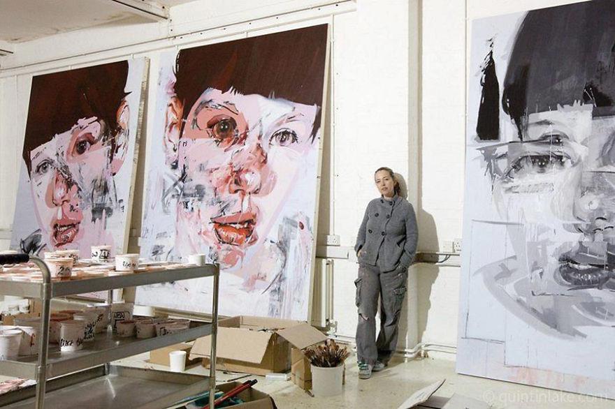 Дженни Сэвилль, художница человеческой боли, в своей студии