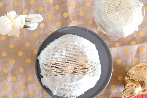 Используйте такие крышки/колпаки, чтобы накрывать варенье и торты, фрукты, мед и стаканы с соком и чаем - что угодно во время принятия пищи на открытом воздухе
