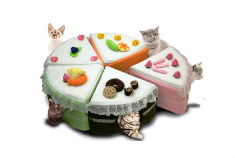 торт, собирающийся из пяти кошачьих домиков
