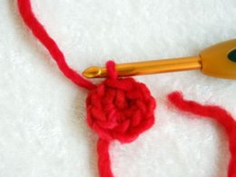 вязание крючком шапочки с божьей коровкой: вяжем базу