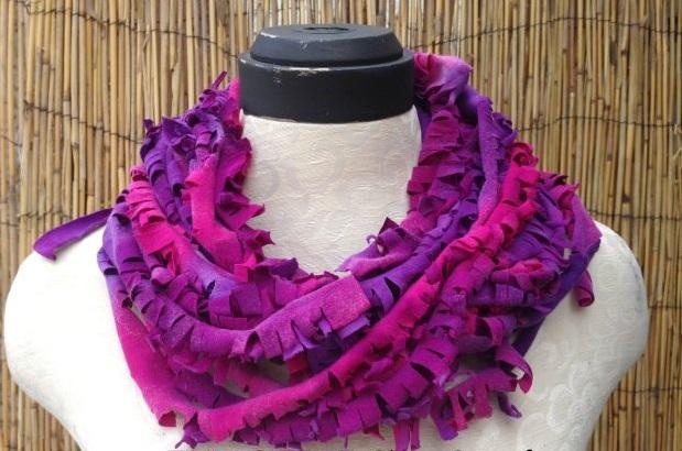 Воздушный шарф-«гирлянда» из футболок