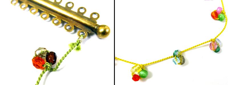 Нанизываем на длинный кончик шнура 3 разных бусины, завязываем эти бусины в петлю. Делаем много таких петель на шнуре - с отступом.