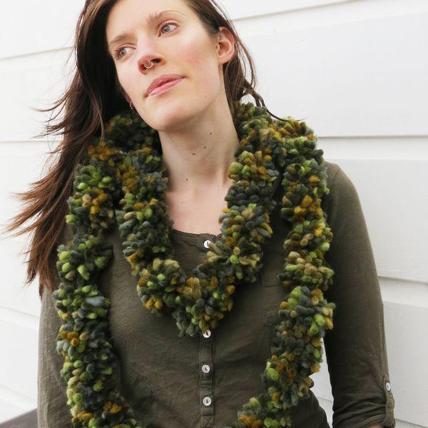 модный шарф из помпонов (однорядный)