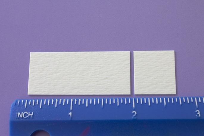 Из картона нарезаем прямоугольников длиной 4,5 см и столько же прямоугольников длиной 1,9 см