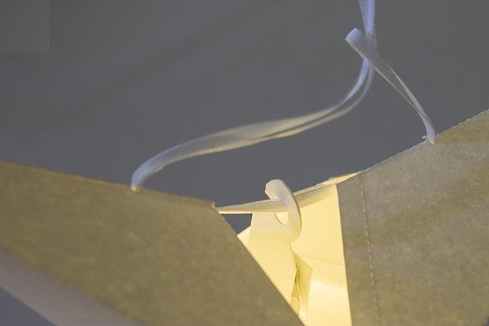 Либо можно взять одну длинную веревочку продеть ее в отверстия обеих модулей – также изнутри наружу