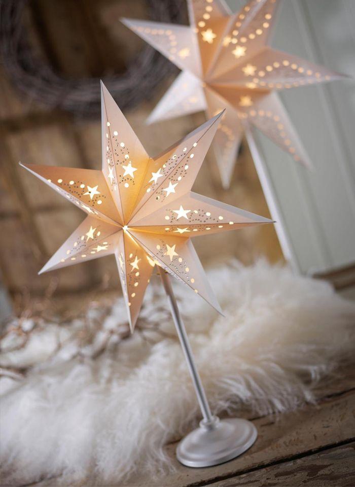 Их подвешивают в доме и на улице, в клубах и кафе, расставляют на полках, ставят на праздничный стол на специальных тонких высоких держателях и даже крепят на верхушки наряженных елок, как классическую символическую Вифлеемскую звезду