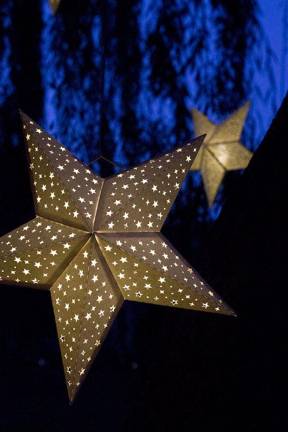 Купите фигурных дыроколов и наделайте в согнутых, но еще не склеенных модулях звезды (после шага 2) фигурных отверстий – как можно симметричнее или просто в произвольном порядке