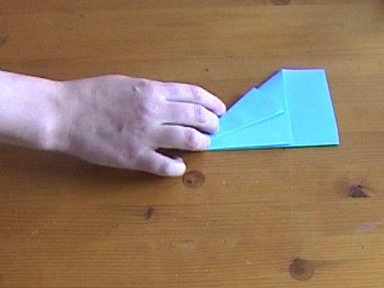 Как нарезать много абсолютно одинаковых снежинок: правильно складываем бумагу, пошаговая инструкция в картинках - отогнули верхний слой бумаги назад, выравнивая по верхнему краю