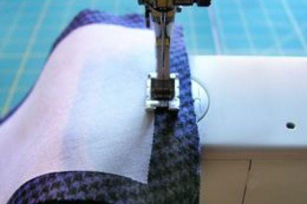 сшейте малые края боковины (по ширине) из ткани друг с другом
