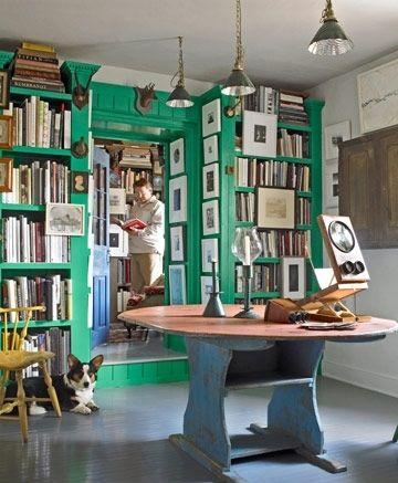 Попробуйте достаточно яркий и вместе с тем натуральный цвет – к примеру, зеленый – чтобы создать одновременно и спокойную, и стимулирующую комнату