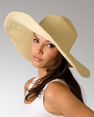 Добавьте в комплект летнюю шляпку, выполненную из соломки ...