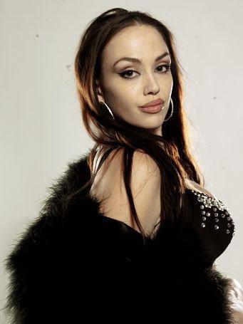 Тиффани Клаус (Tiffany Claus), что переделала себя под Анджелину Джоли (Angelina Jolie)