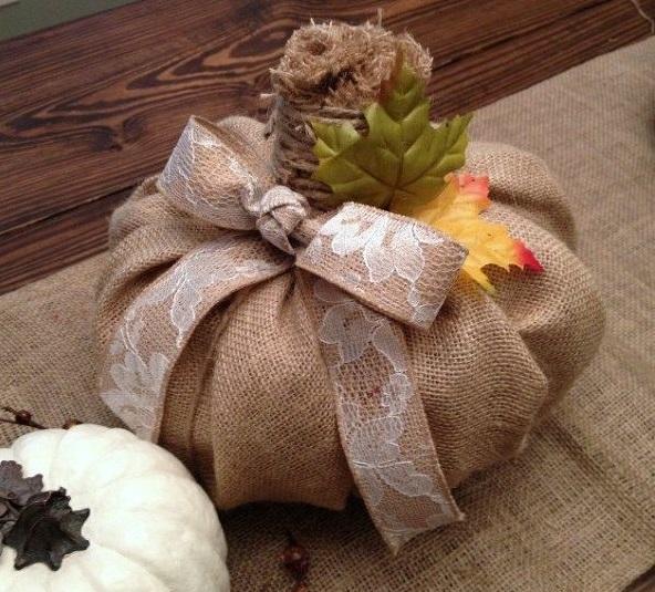 Декорированная тыква из мешковины