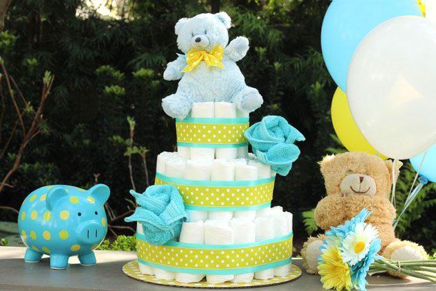 Как сделать торт из подгузников в подарок на рождение малыша