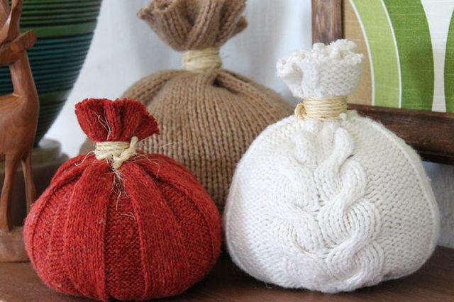 Как сделать «тыквы»-подушки из ненужных свитеров: осеннее настроение в доме