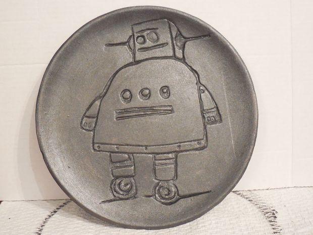 Красим тарелку, например, бронзовой краской или серебряной/под металлик