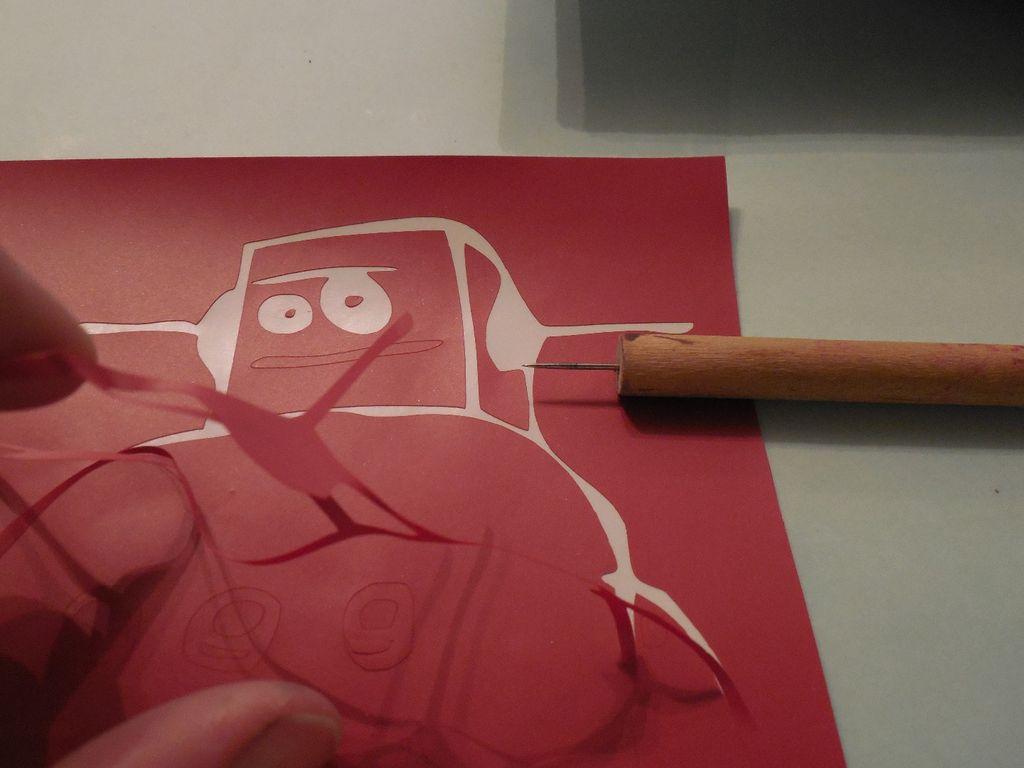 вы будете заполнять уксусом контур на глине, поэтому необходимо вырезать именно сами объемные линии контура – т. е. сделать как бы негатив изображения
