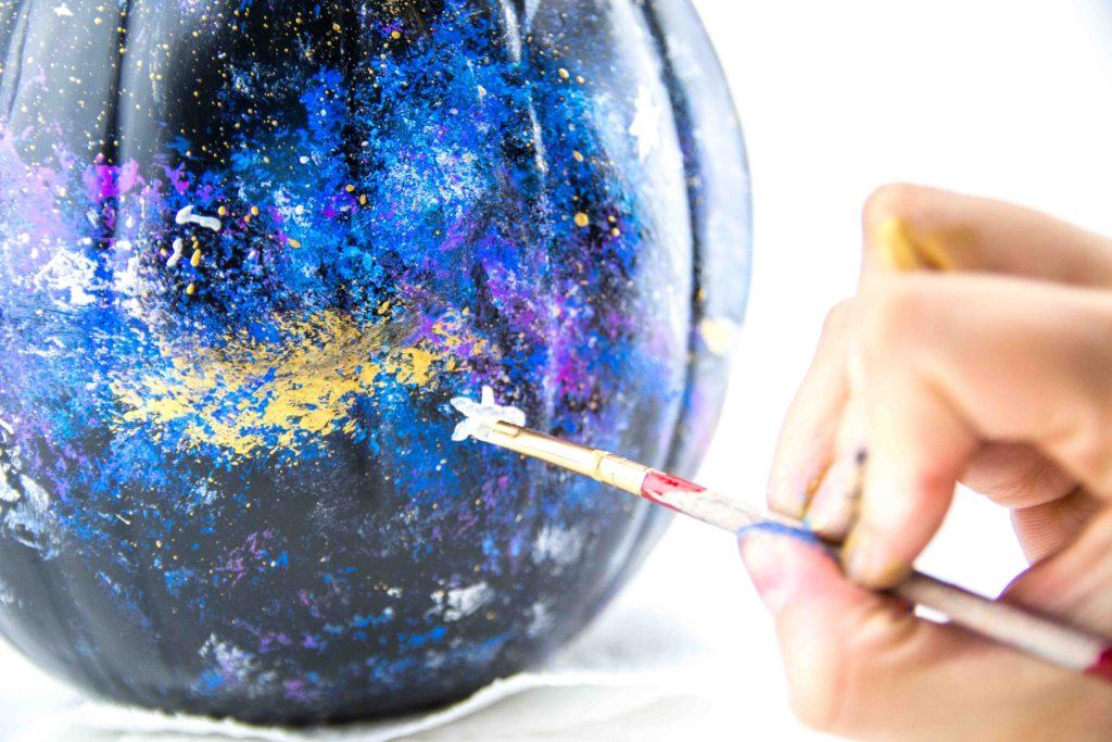 Как сделать галактическую тыкву на Хэллоуин?