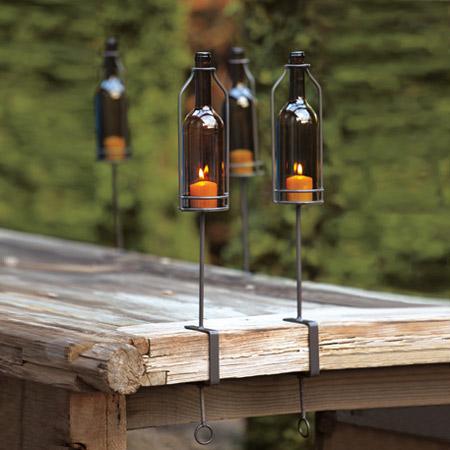 самодельные факела Тики из бутылок и свечей на металлических держателях