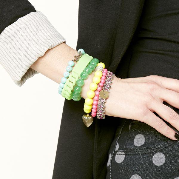 браслеты в несколько рядов, как носить: пластик, бусины, драгоценные камни