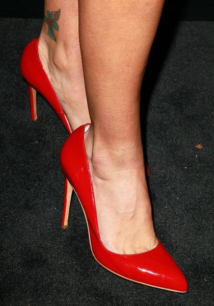 С парой туфель на высоких каблуках, - из классически-красной лакированной кожи, - вы никогда не ошибетесь