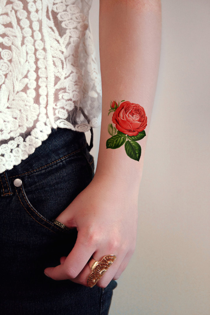 Как выглядит новый тренд – татуировки с винтажными цветами - роза на ключице