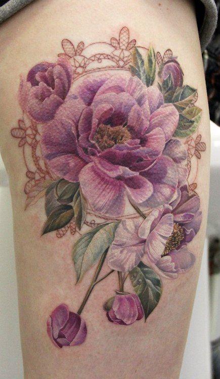 Как выглядит новый тренд – татуировки с винтажными цветами - чайная роза в рамке