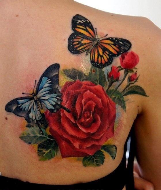 Как выглядит новый тренд – татуировки с винтажными цветами - с бабочками