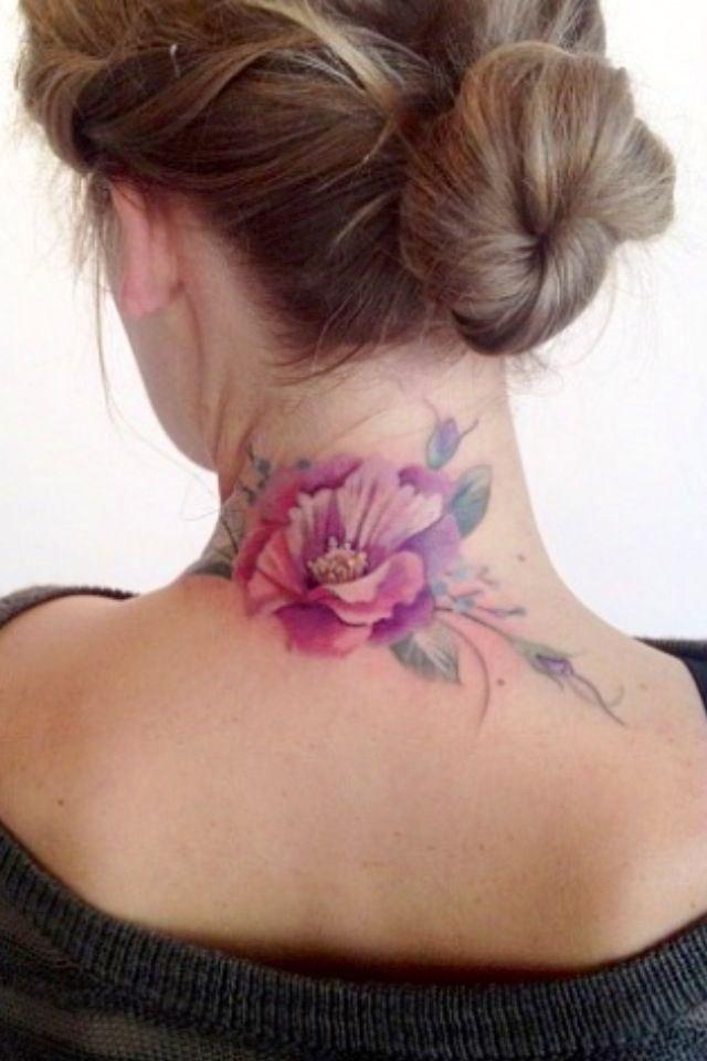 Стандартно винтажно-цветочные татуировки имеют внушительный размер, вне зависимости от места нанесения
