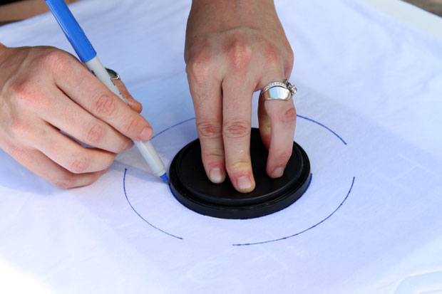 в центре круга обводим малую крышку