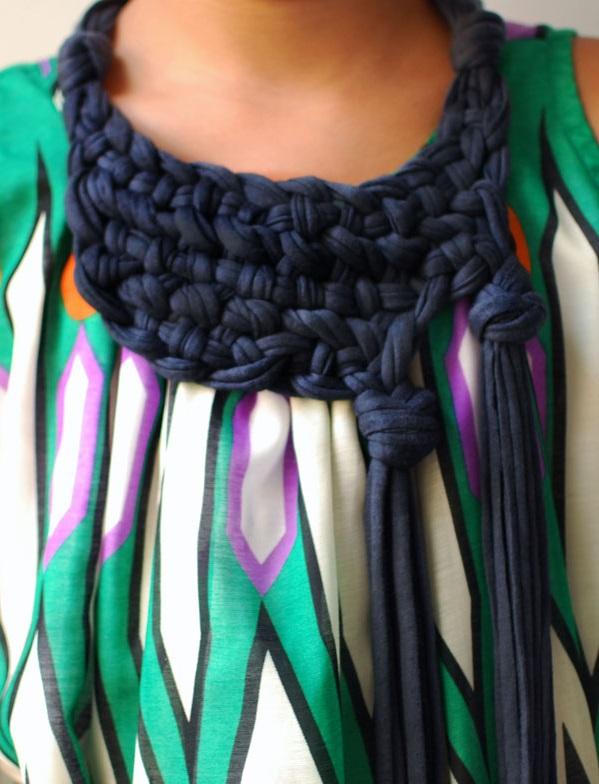 готовый шарф-колье из футболок - макраме