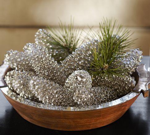 А здесь использованы не искусственные прозрачные шишки, а просто удачно выбрана краска: металлик с особым глянцевым серебряным отливом