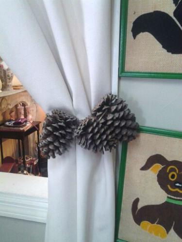 Шишками на веревках или лентах подвязывают тяжелые темные шторы