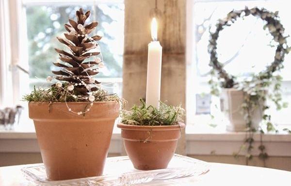 Шишки в виде свечей и цветов в горшках
