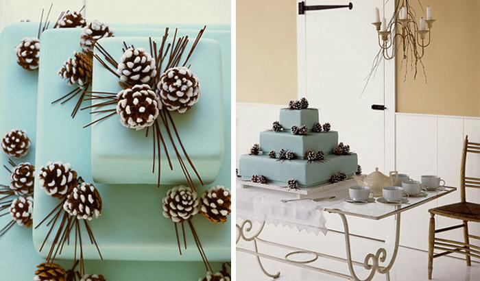 Торт, украшенный шишками, отделанными искусственным снегом