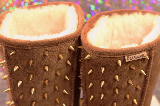 Ставим заклепки на сами угги - украшаем обувь