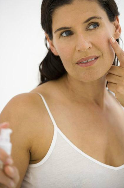 Как и почему надо ухаживать за зрелой кожей после 50 для красоты вне времени - Используйте более плотное увлажняющее средство