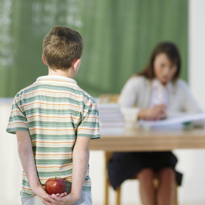 будьте признательны за труд учителя, дарите ему небольшие подарки