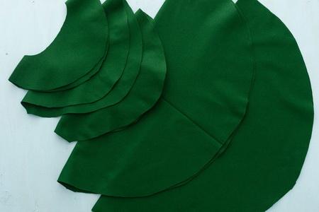 Как сделать маскарадный костюм елки для взрослого?